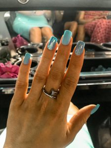 KISS Glam Fantasy Nails in Parasol